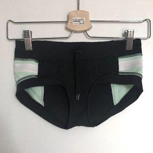 Lululemon hot yoga crop shorts